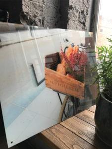 УФ-печать с фотокачеством на стекле