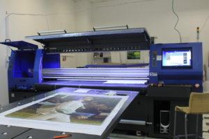 Машина для широкоформатной УФ-печати с фотокачеством